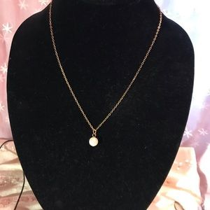 Jewelry - Faux pearl necklace on 18 inch chain gold tone